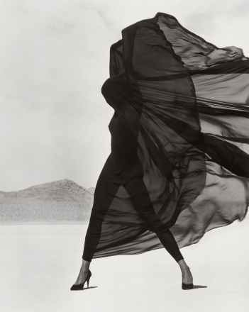 herb-ritts-versace-veiled-dress-el-mirage-1990